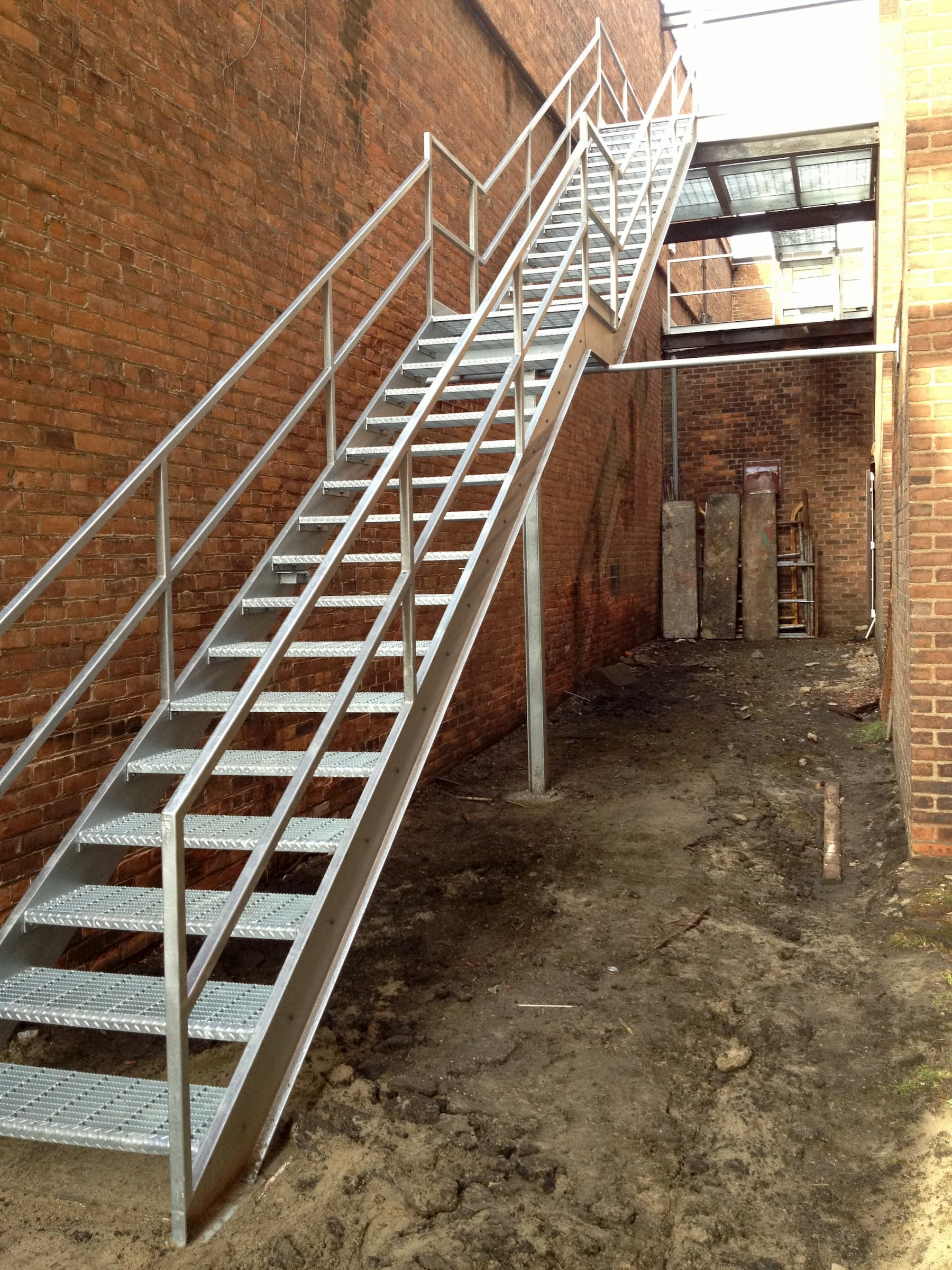 Galvanized Straight Stair with Bar Grate Treads